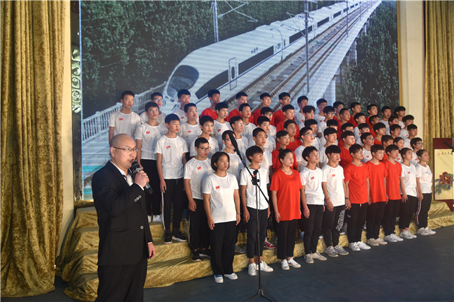 火狐体育APP:唱红歌,颂祖国,庆祝新中国七十华诞